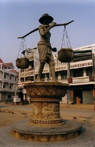 Battambang statue cambodge 193x300 photo