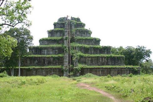 Découvrez Koh Ker, les plus anciennes ruines du Cambodge, au nord d'Angkor